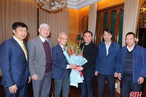 Đồng chí Bí thư Tỉnh ủy Đỗ Trọng Hưng thăm, chúc tết Giáo sư Lê Viết Ly