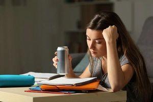 Vì sao nên hạn chế dùng thức uống năng lượng?