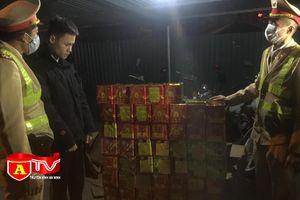 Cảnh sát giao thông Hà Nội phát hiện đối tượng vận chuyển 139 hộp pháo nổ