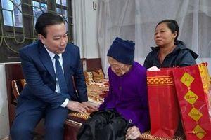 Lãnh đạo TP Hà Nội thăm, chúc Tết các gia đình chính sách