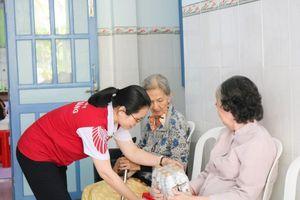 Dành 1,7 tỷ đồng tặng quà Tết cho người nghèo