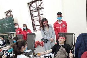 Hàng ngàn SV Trường ĐH Y – Dược (ĐH Thái Nguyên) tham gia ngày Chủ nhật Đỏ