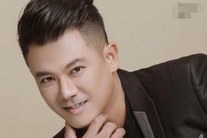 Tro cốt nam ca sĩ Vân Quang Long được đưa về Việt Nam