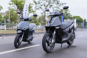 Cặp xe máy điện VinFast thách thức scooter ăn khách ở VN