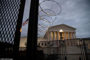 Washington trước lễ nhậm chức: Hàng rào sừng sững như pháo đài, xe Humvee lượn khắp phố