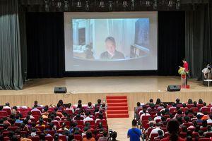Giáo sư Ngô Bảo Châu giao lưu trực tuyến với hơn 1.200 sinh viên, học sinh