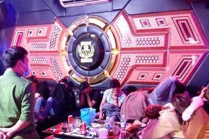 Xử phạt 10 đối tượng 'bay lắc' xuyên đêm trong quán karaoke