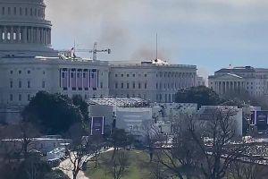 Khói bốc lên ở phía sau tòa nhà quốc hội Mỹ