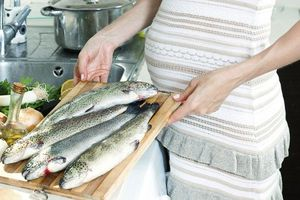 Phụ nữ mang thai phải thận trọng khi ăn cá, không được ăn 4 loại cá này