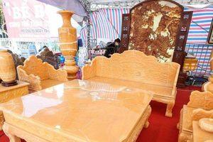 Choáng với bộ bàn ghế bằng ngọc quý có 'giá trên trời'