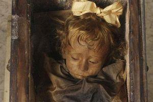 Bí ẩn xác ướp bé gái sau 100 năm vẫn còn nhấp nháy đôi mắt