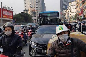 Hà Nội: Chưa Tết đường đã tắc khắp nơi