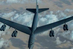 Mỹ lập tức điều B-52 sau khi tên lửa Iran bắn rơi gần sát tàu sân bay