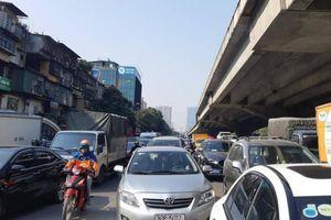 Cận Tết, nhiều tuyến đường của Thủ đô 'tắc không lối thoát'