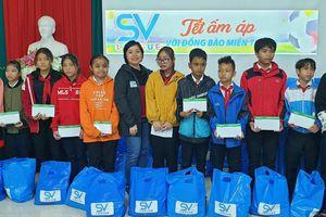 Tấm lòng bóng đá của SV-League: Hơn 250 triệu trao tặng học sinh mồ côi và khuyết tật