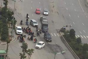 Cần xóa 'điểm đen' tai nạn giao thông trước cổng chung cư Hateco Xuân Phương