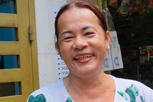 Người chuyển giới mưu sinh: Út Ly bán bò bía 30 năm chăm sóc mẹ già