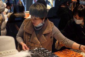 Người Trung Quốc chi gần 54 tỷ USD mua hàng xa xỉ giữa đại dịch