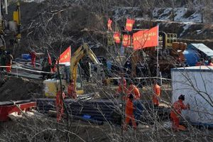 Liên lạc được với 12 còn sống sau 168 giờ sập hầm chôn vùi 22 thợ mỏ ở Trung Quốc