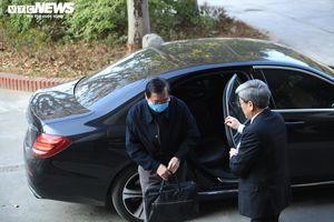 Vì sao cựu Bộ trưởng Vũ Huy Hoàng không bị còng tay, đi xe Mercedes tới tòa?