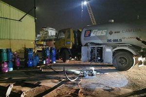 Đột kích, bắt quả tang 5 người sang chiết gas trái phép tại cảng ở Hải Phòng
