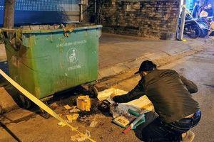 Hà Nội: Thông mới nhất vụ thai nhi 6 tháng tuổi bị vứt bỏ cạnh thùng rác, bị ô tô cán qua