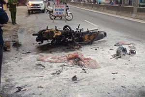 Quảng Nam: Tông nhau xe máy bốc cháy, 2 người bị thương nặng