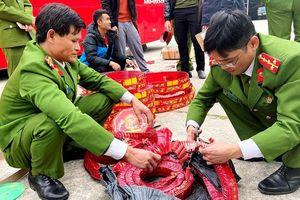 Xe giường nằm chở 83 kg pháo nổ bị Cảnh sát cơ động phát hiện
