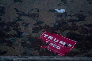 Tỷ lệ ủng hộ ông Trump chạm đáy trong 4 năm