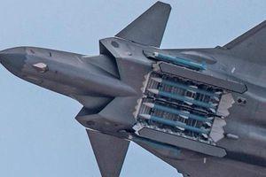 Tiêm kích J-20 của Trung Quốc mang theo được bao nhiêu tên lửa?