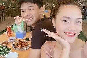 Vợ xinh như hoa của diễn viên Trung Ruồi đóng Táo quân 2021