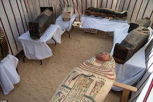 Phát hiện 52 quan tài lạ trong đền dành cho Nữ hoàng Ai Cập