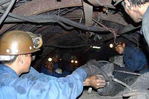 Công nhân chuẩn bị về quê ăn Tết bị đá rơi vào đầu tử vong