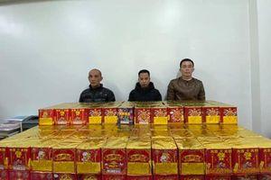 Bắt giữ 3 đối tượng vận chuyển 250kg pháo nổ từ Bắc Ninh về Hà Nội