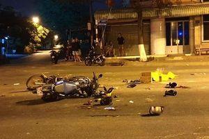 Xe máy vượt đèn đỏ gây tai nạn, 5 người thương vong