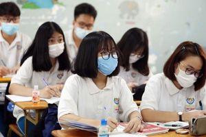 Những đề thi Ngữ văn gây ồn ào: Đừng buông lỏng quản lý để tiếng Việt bị phai mờ sự trong sáng