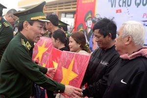 Tặng 16 nghìn cờ Tổ quốc, 5 nghìn ảnh Bác Hồ cho ngư dân Phú Yên