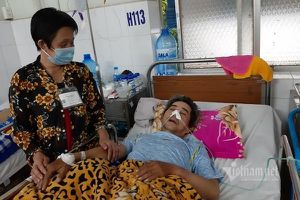 Vợ nghèo mong có 15 triệu đồng cứu chồng đột quỵ nguy kịch
