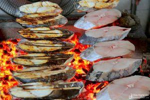 Đặc sản cá thu nướng xứ Nghệ vào vụ Tết