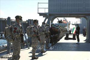 Iran tập trận trên bộ dọc bờ biển Vịnh Oman