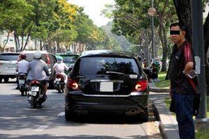 Lợi dụng bật đèn khẩn cấp để dừng, đỗ xe có bị xử lý?