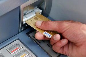 Đi rút tiền tại ATM, nhớ kĩ những mẹo này để tránh 'tiền mất tật mang'