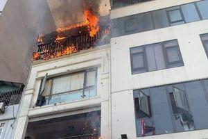 Cháy lớn tại quán lẩu ở Hà Nội
