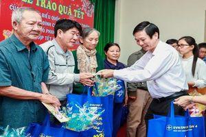 Nhà máy Nhiệt điện Vĩnh Tân 4: Trao tặng 100 suất quà nghĩa tình cho hộ nghèo trong dịp Tết đến xuân về