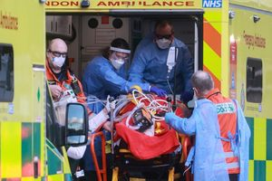 Bệnh viện ở Anh quá tải vì bệnh nhân nhiễm Covid-19