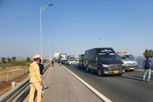 Hai xe tải va chạm khiến ùn tắc kéo dài trên cao tốc Hạ Long - Hải Phòng