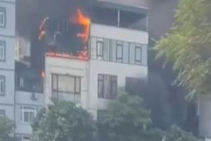 Cháy lớn tại một quán lẩu 5 tầng ở Thượng Đình, Hà Nội