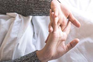 Âm thanh khi bẻ khớp - báo hiệu nhiều yếu tố nguy cơ