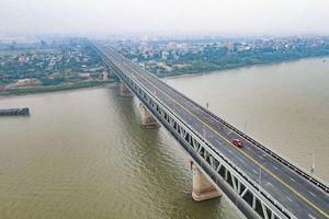 10 ngày, xử phạt 400 triệu đồng đối với xe quá tải qua cầu Thăng Long