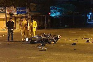 2 xe môtô va chạm trong đêm, 5 người thương vong